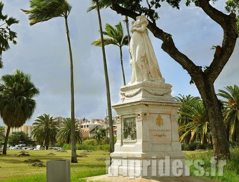 Martinique statue fort de france